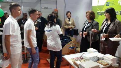 Възпитаниците на ПГЛПЕХТ поставиха Ямбол на призовото І-во място в света на  бъдещите мебелни производители в страната - Изображение 3